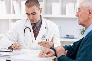 451044697-doctor-patient.jpg