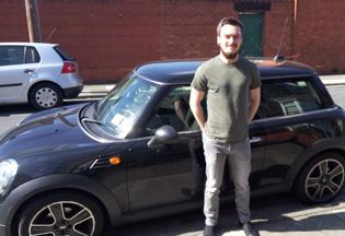 Martyn-Lloyd-driving-licens.jpg