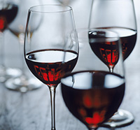 wineglasses200x186.jpg