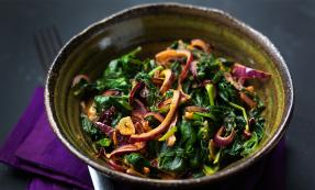 Curried spinach with red onion and garlic