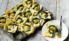 Egg Florentine tartlets