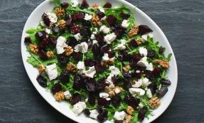 Goat's cheese, beetroot and walnut salad