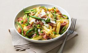 Penne with Parma ham and spring vegetables