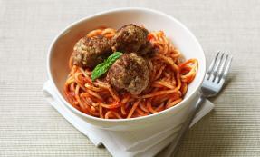 Pork balls with tomato sauce and spaghetti