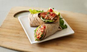 Salmon, red onion and sweet pepper wraps