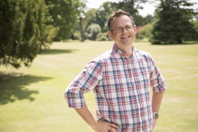 Dr Chris Bidder
